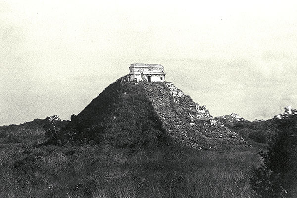 The 'El Castillo' pyramid before its archaeological reconstruction.