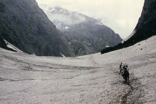 Approach to Amarnath cave