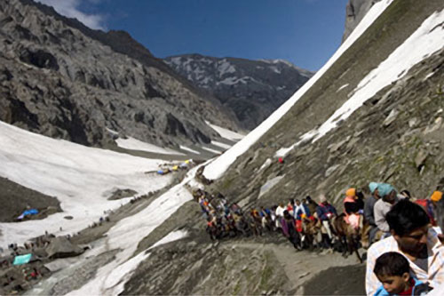 Pilgrims walking to Amarnath cave