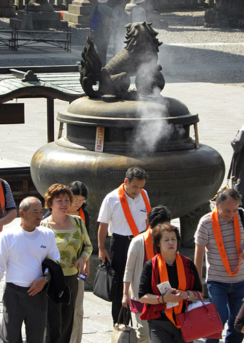 Nagano, Zenko-Ji temple, pilgrims at Incense burner, front of temple