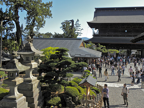 Nagano, Zenko-Ji temple, view from temple towards entrance gate