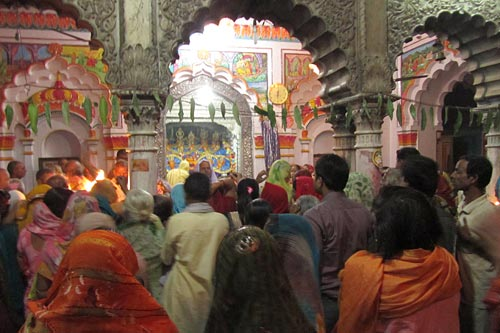 janakpuri-shrine-with-pilgrims-1