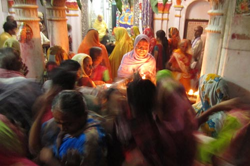 janakpuri-shrine-with-pilgrims-2