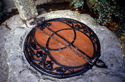 Cover of the Chalice Well, with Vesica Pisces, Glastonbury, England