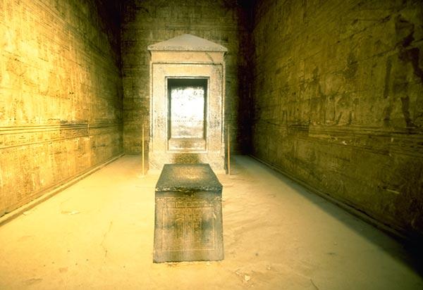 मिस्र के एडफू मंदिर का आंतरिक अभयारण्य
