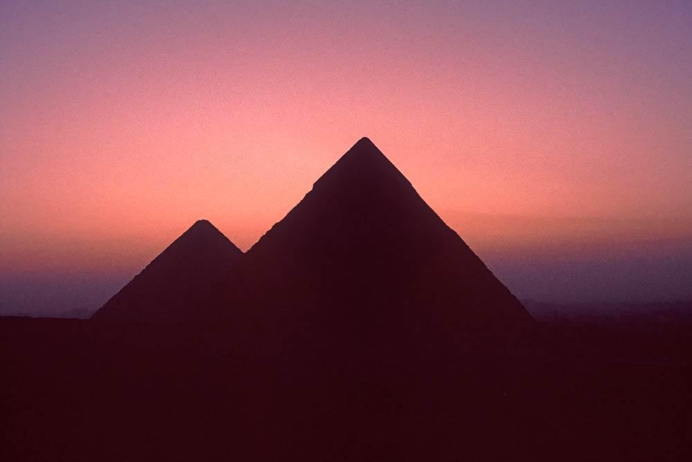 Pyramides de Gizeh au crépuscule