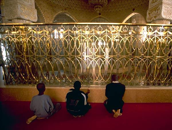 Peregrinos no mausoléu de Cheikh Amadou Bamba, Mesquita de Touba