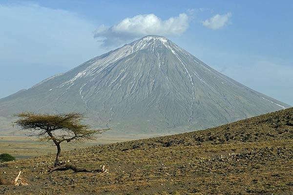 माउंट ओल्डोनियो लेंगई, तंजानिया