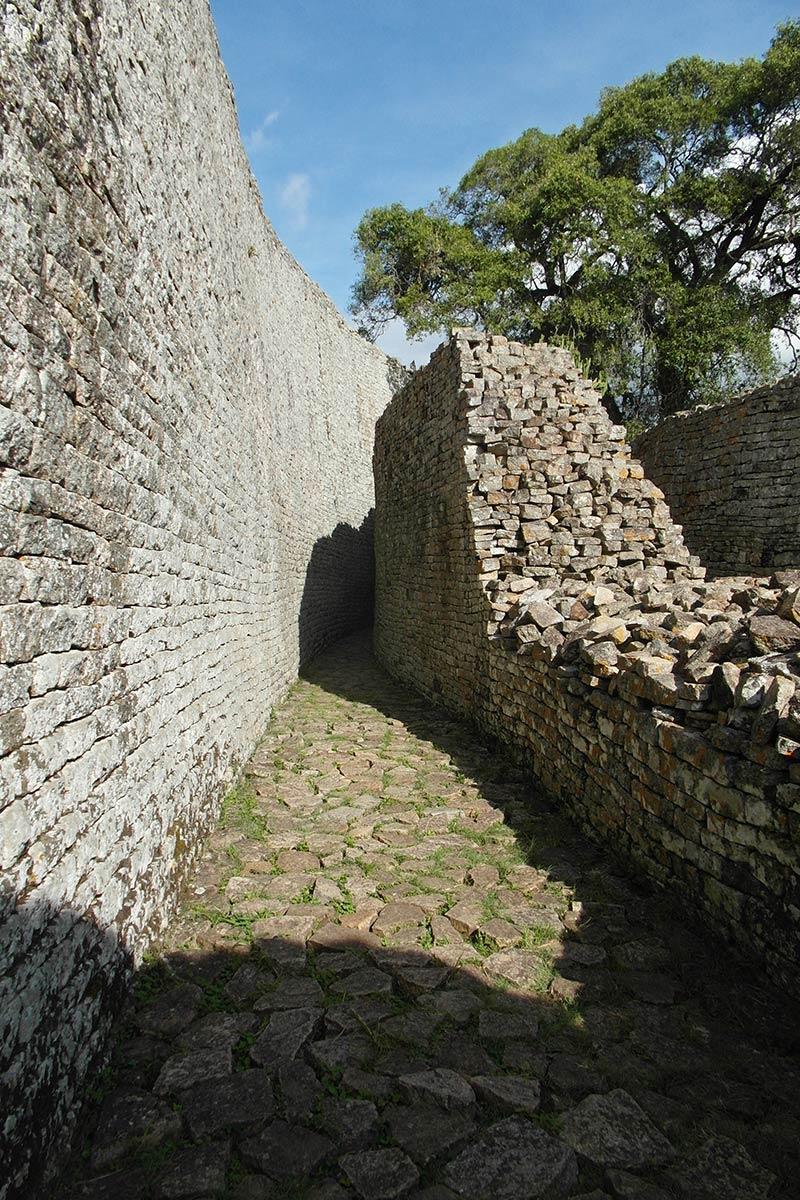 Große Simbabwe-Ruinen, mysteriöser innerer Korridor