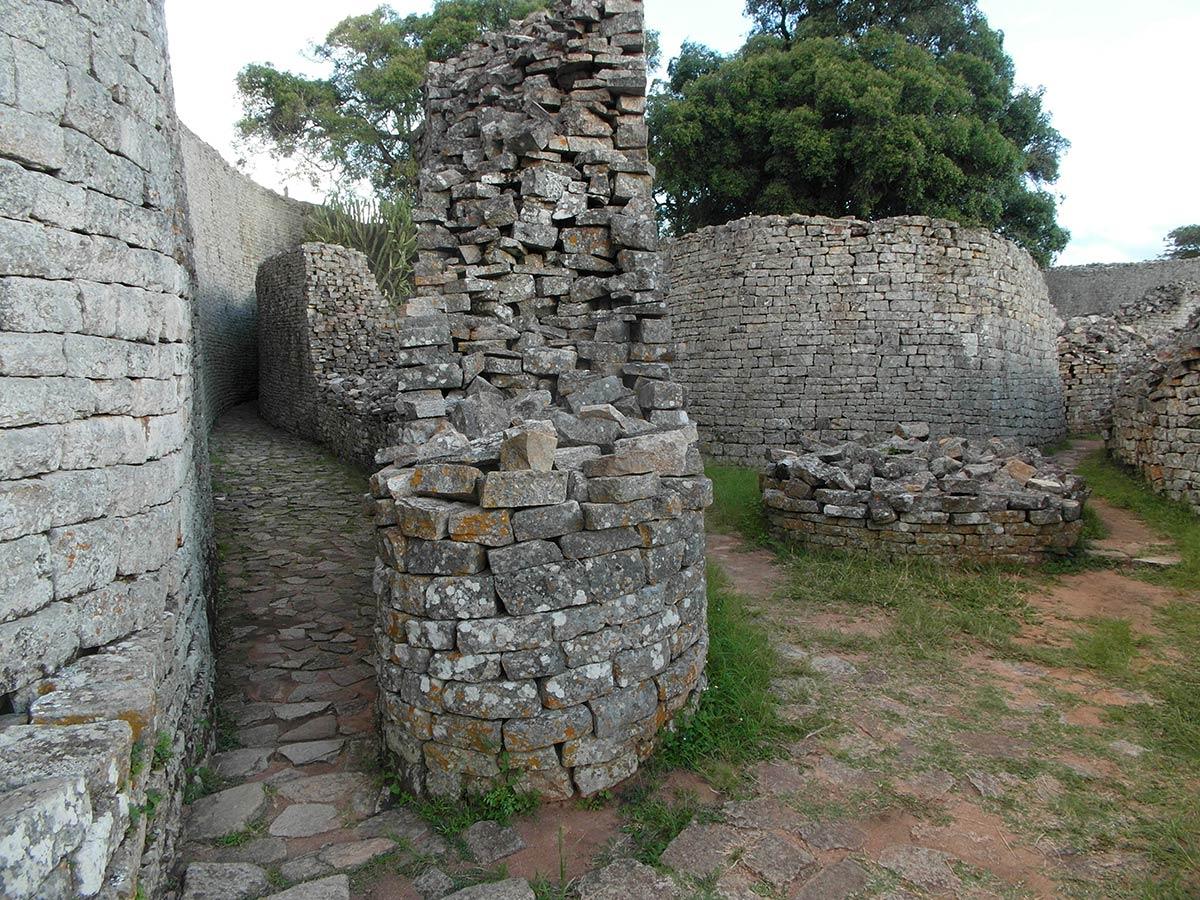 महान जिम्बाब्वे खंडहर, रहस्यमय आंतरिक गलियारा