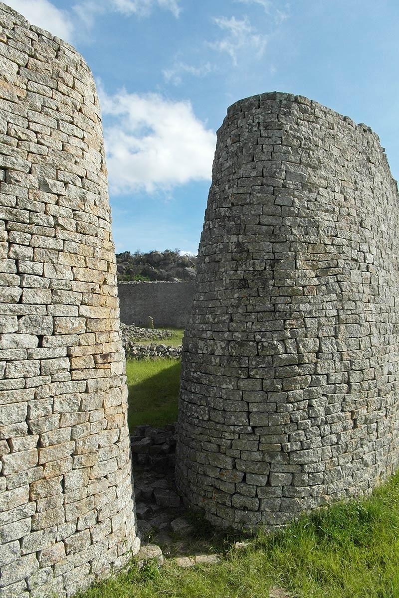 Große Simbabwe-Ruinen, Eingangsportal