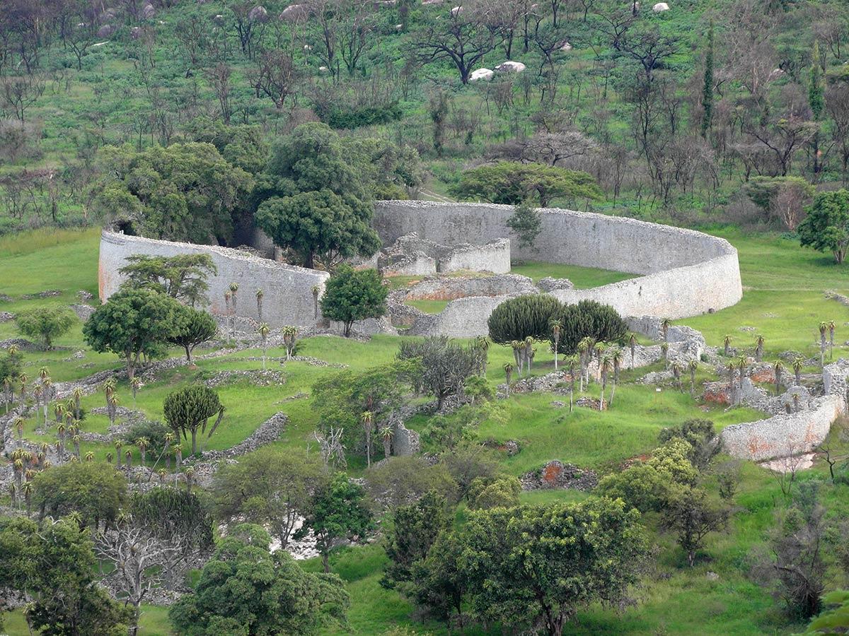महान जिम्बाब्वे खंडहर, बाहरी दीवारें