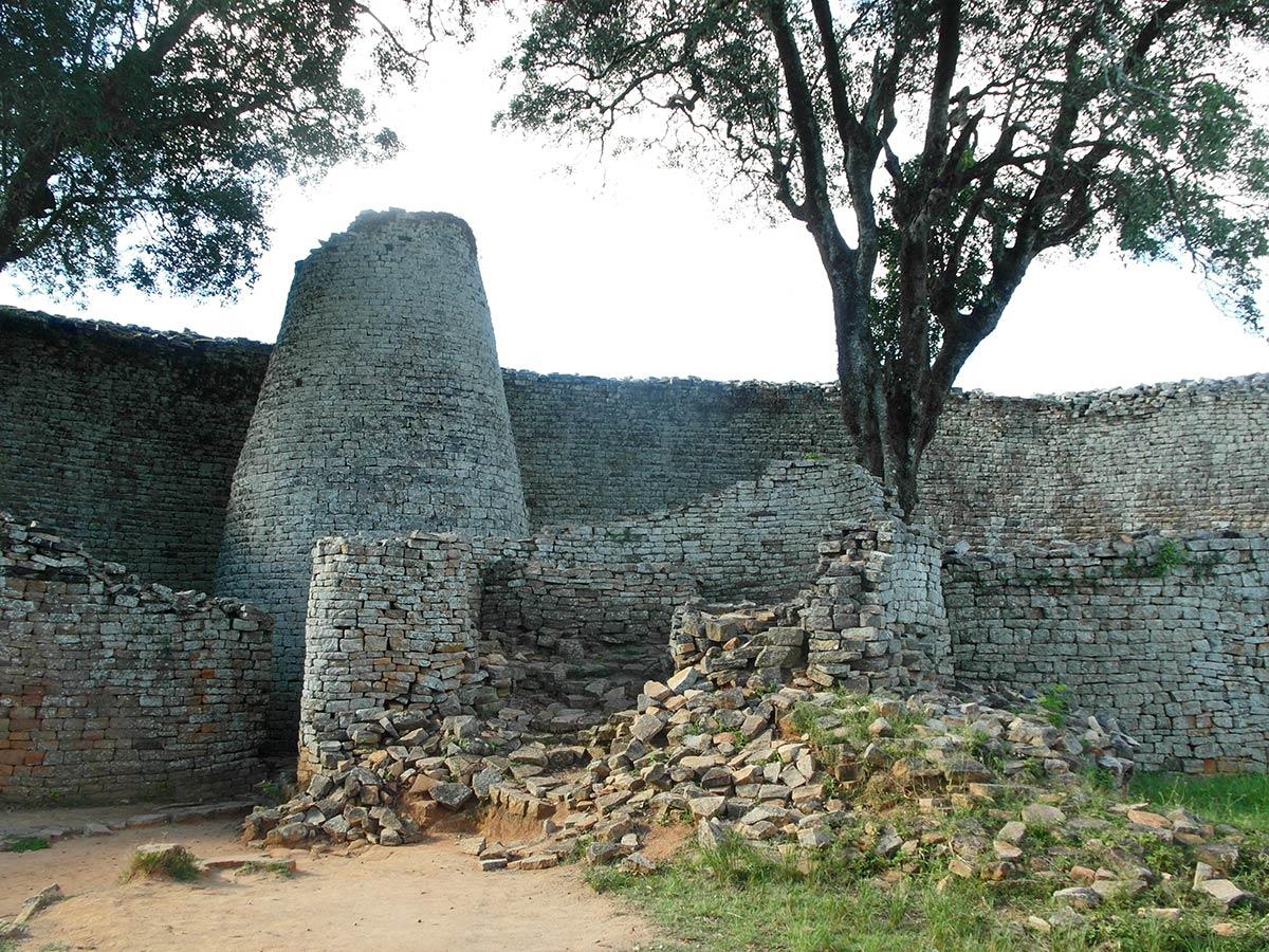 महान जिम्बाब्वे खंडहर, रहस्यमय पत्थर टॉवर