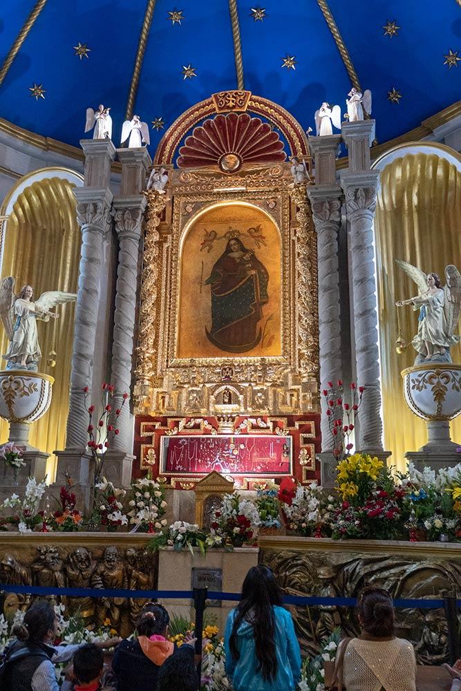Hauptaltar in Santuario de Virgen de Socavón, Oruro