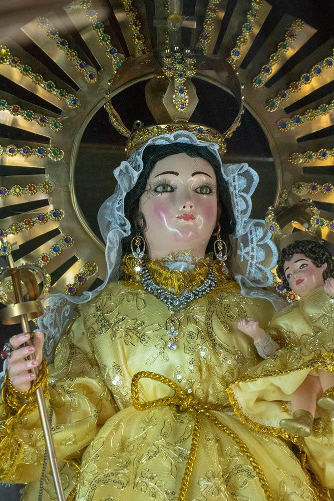 Statue von Mary, die Jungen Jesus, Kirche von San Ildefonso, Quillacollo hält