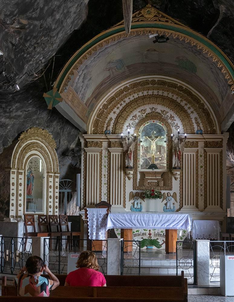 Hauptaltar im Höhlenheiligtum von Bom Jesus da Lapa