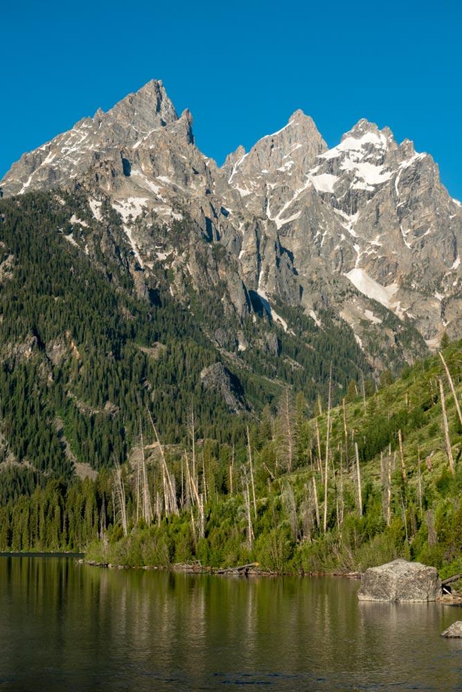 Symmetry Spire et le mont Saint John sur le lac Jenny, Grand Tetons, Wyoming
