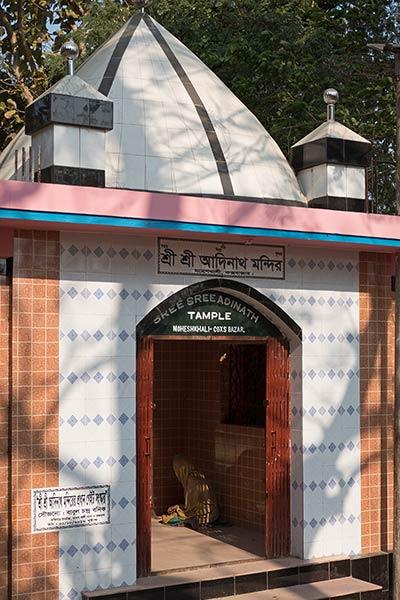 आदिनाथ मंदिर में प्रवेश पोर्टल