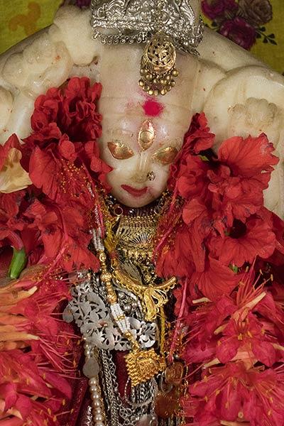 Statue der Göttin Durga, Adinath Mandir