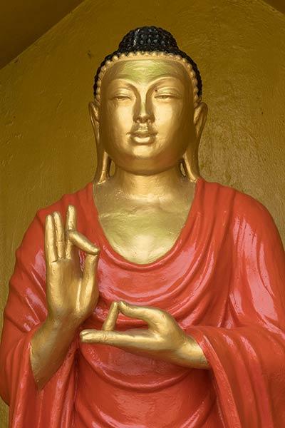 Statue von Buddha mit Dharmachakra Mudra, Buddha Dhatu Jadi Temple