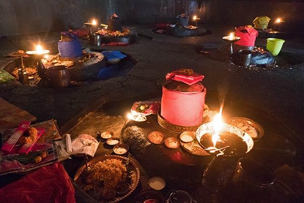 Navagraha Shiva Lingams innerhalb des Navagraha-Tempels