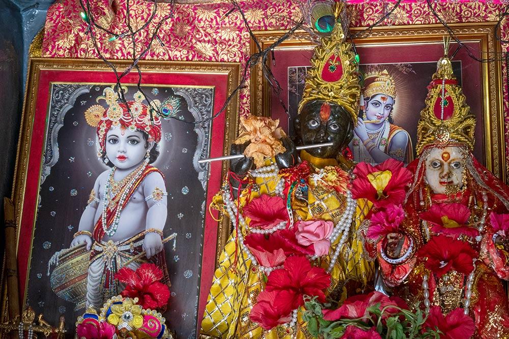 Gemälde von Krishna im Laden in der Nähe von Baijnath Jyotir Shiva Linga Temple