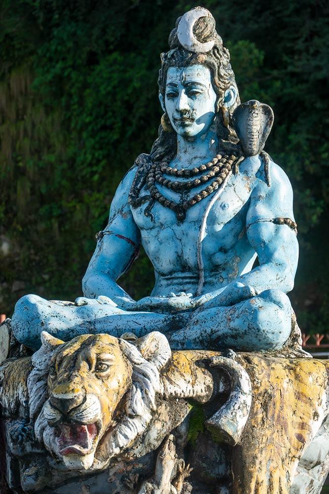 Grande statua di Shiva, Chamunda Devi Mandir