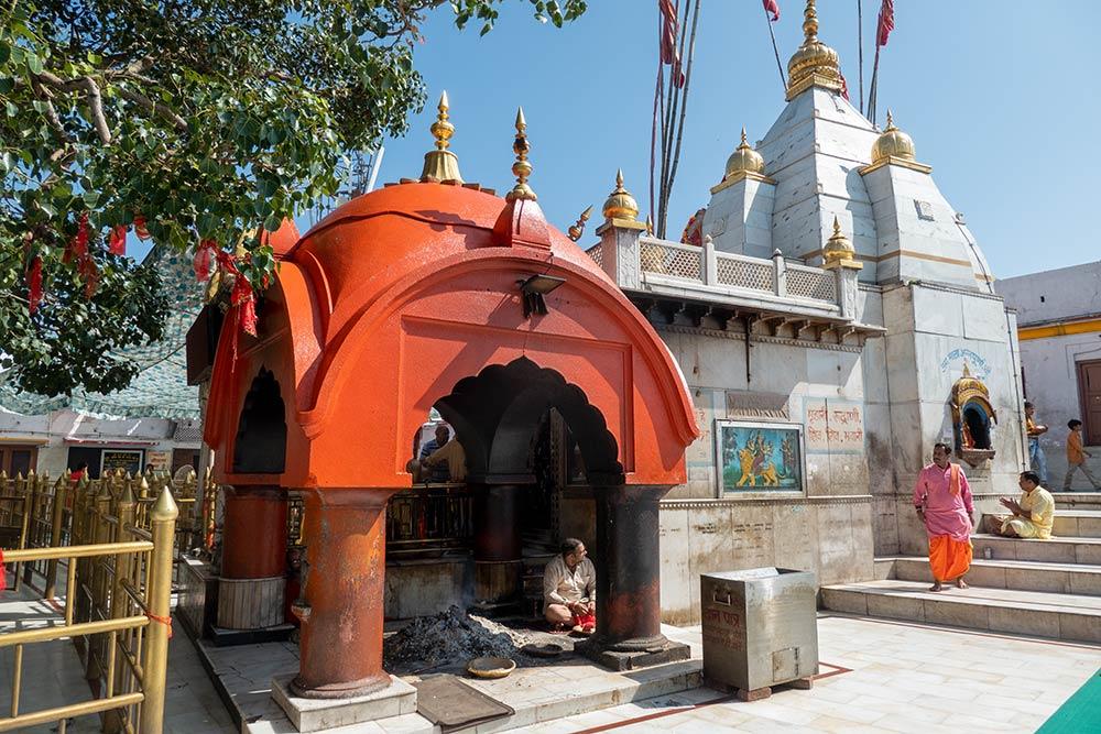 Храм Наина Деви