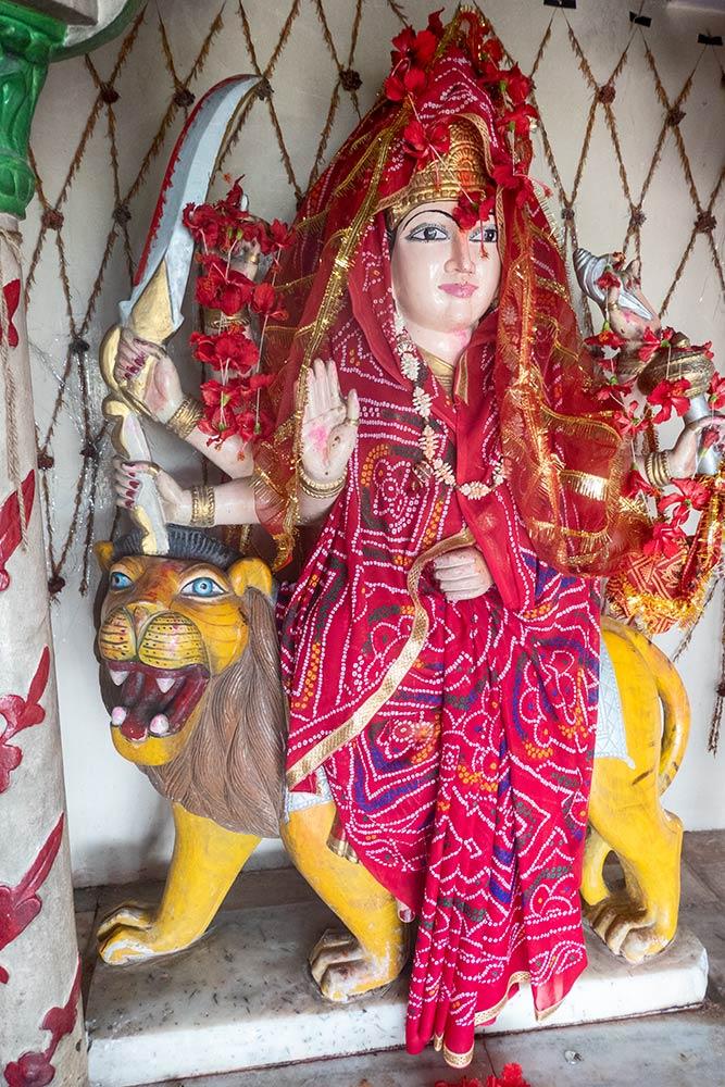 Дурга на тигра, дорога между Варанаси и Горакхпуром