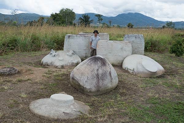 Gruppo di Kalambas, valle del Besoa, isola di Sulawesi, Indonesia