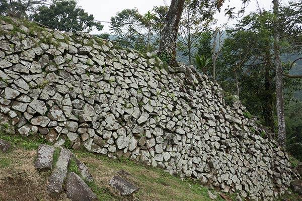 Blocchi di fondazione in pietra di Andesite, Gunung Padang