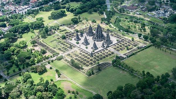 Vue aérienne du complexe du temple de Prambanan
