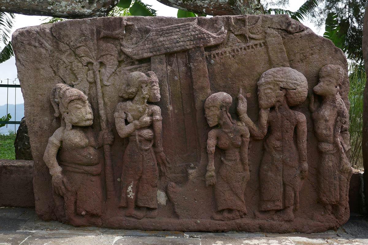 पत्थर की मूर्ति, कैंडि सुखु