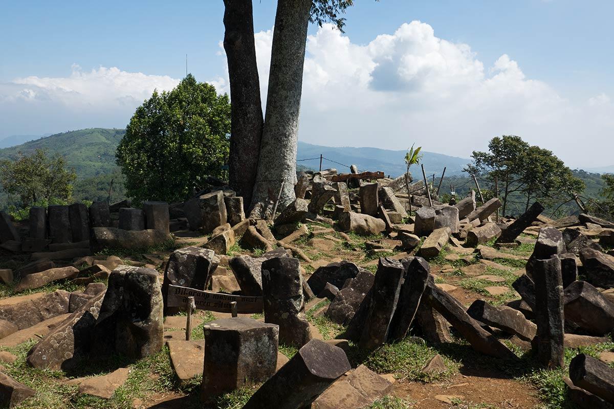 Gunung-Padang-Java-15-1200