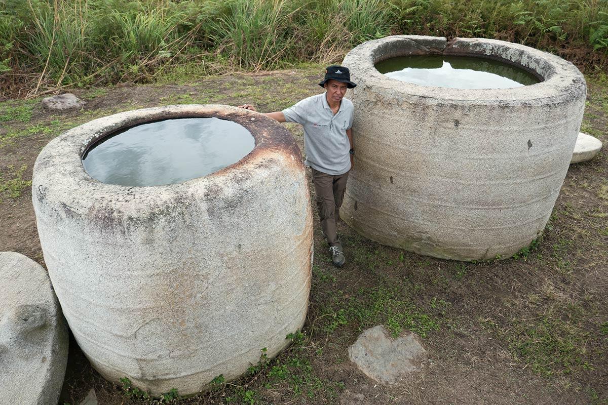 पुरातत्वविद् इक्सम जोरीमी के साथ कलांबा, हैंगिरा गांव के पास, बेसोआ घाटी