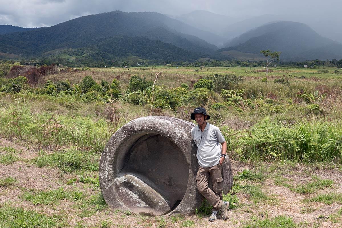 पुरातत्वविद् इक्सम जोरीमी के साथ एक कलाम्बा, हैंगिरा गांव के पास, बेसोआ घाटी