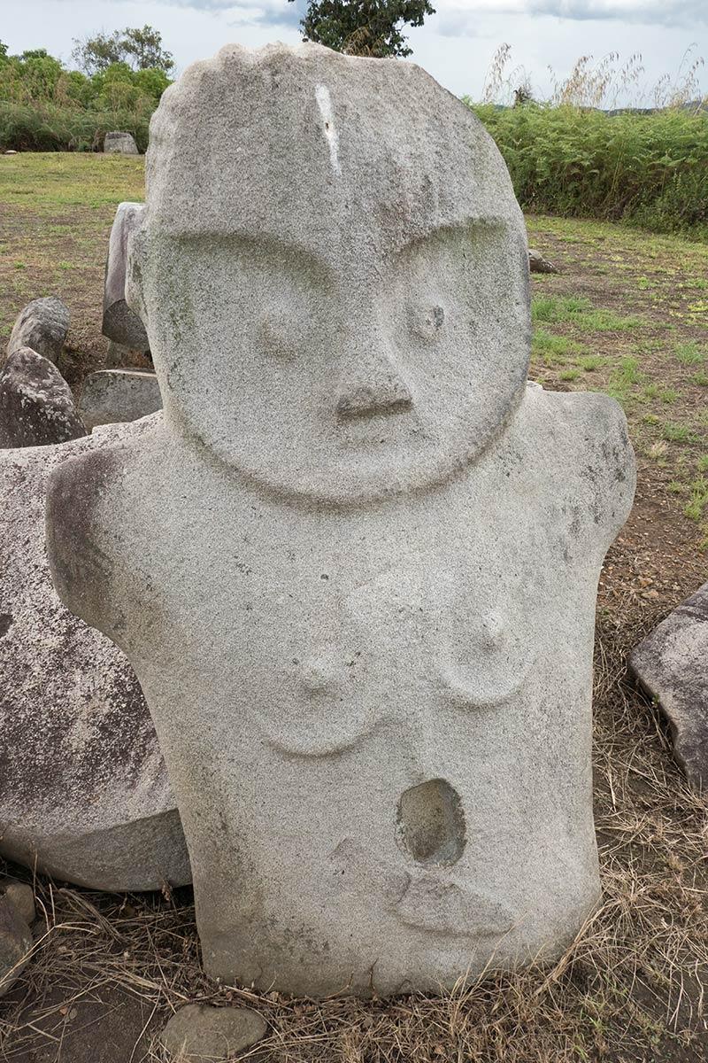 हैंगिरा गाँव के पास की मूर्ति, बेसोआ घाटी