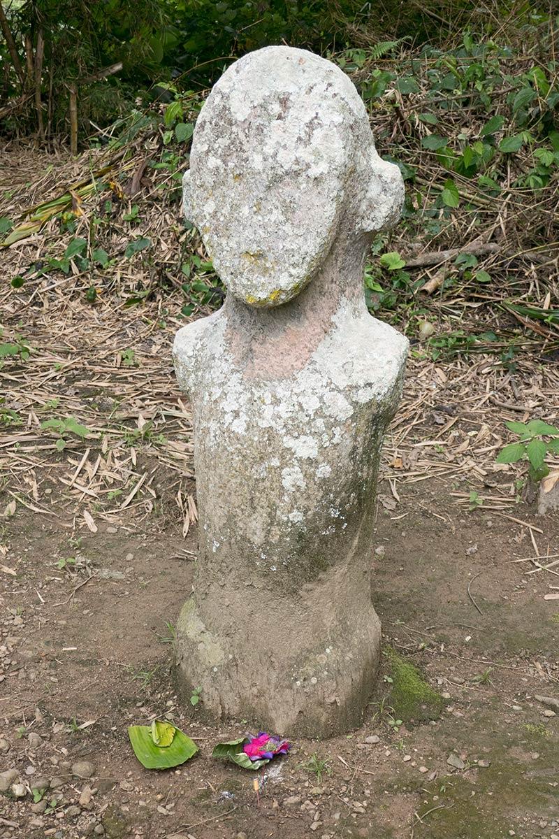 Statue de Pekatalinga près du village de Tamadue, Napu Valley