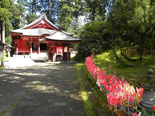 Haguro San, Sanjin Gosaiden, angrenzender Tempel