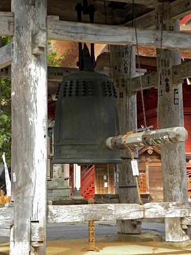Haguro San, temple Sanjin Gosaiden Grande Cloche