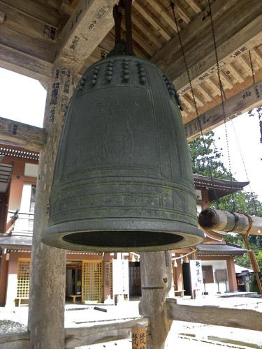 Haguro San, Sanjin Gosaiden Tempel große Glocke