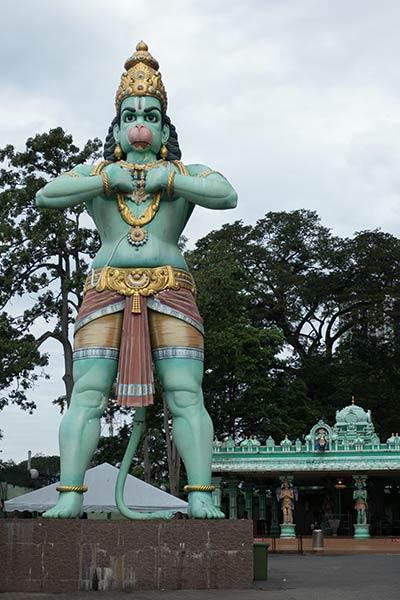 Statue de Hanuman devant la grotte Ramayana, les grottes de Batu