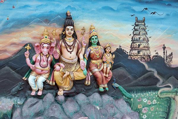 Роспись Шивы, Парвати, Ганеша и Муруги в храме Палани, Тамил Наду, Индия, на стене храма Каллумалай Муруга, Ипох, Малайзия