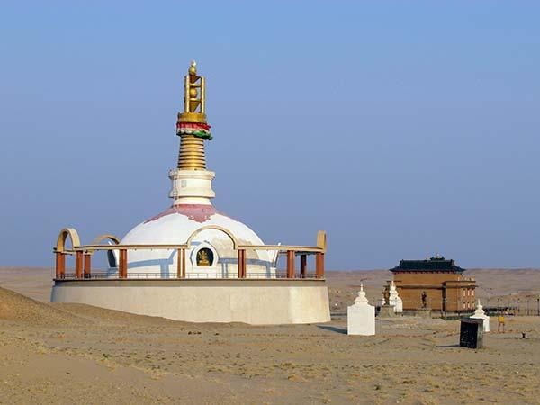 हमीर हीद बौद्ध मठ में स्तूप