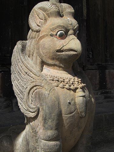Statue en pierre du 5ème siècle de Garuda, Changu Narayan