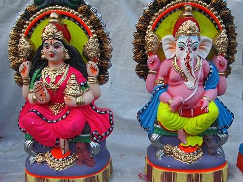 Janakpuri-Sita-Ganesh-Statuen