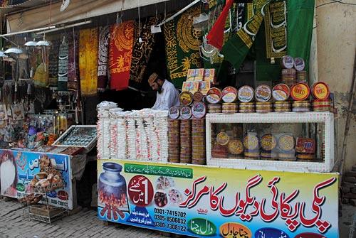 Vendeurs au mausolée de Shah Shams Tabriz, Multan