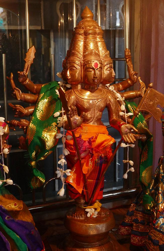 Statue de Sri Shanmuganatha, Sri Muthumariamman Thevasthanam
