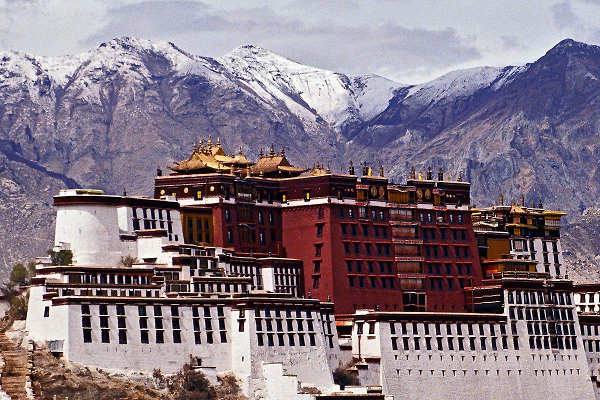 https://sacredsites.com/images/asia/tibet/potala-palace-lhasa-closeup-1200.jpg