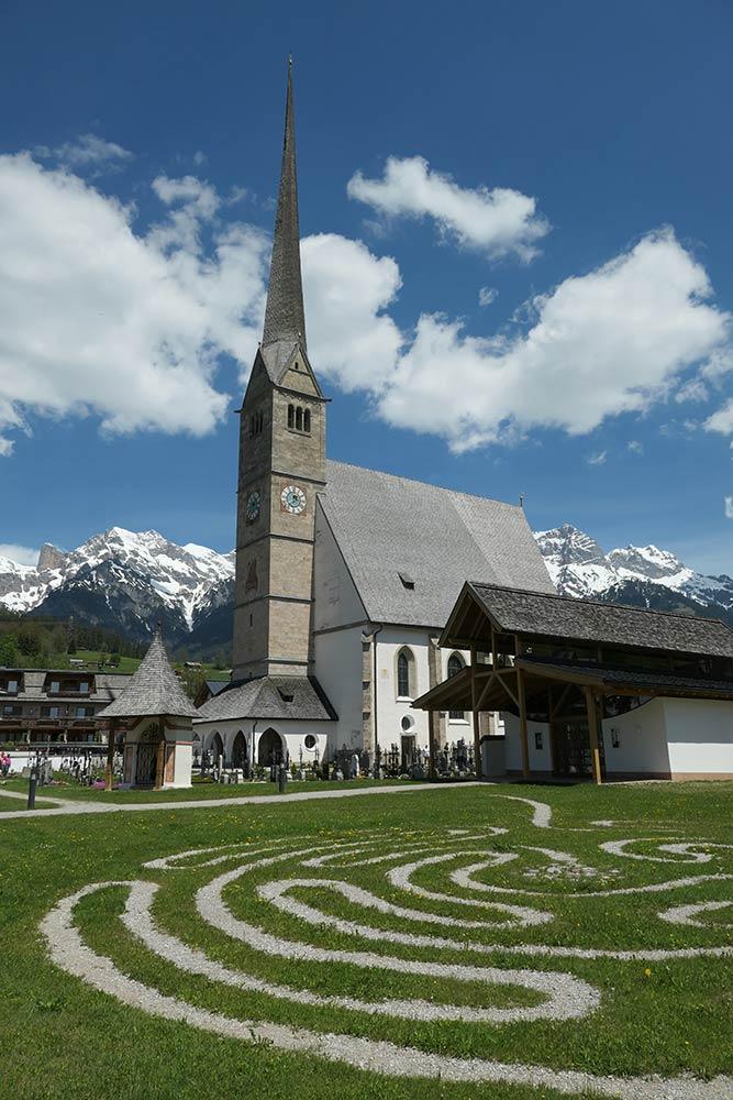 मारिया अल्मा, मारिया अल्म के पैरिश चर्च